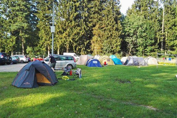 Pole namiotowe i spływy kajakowe